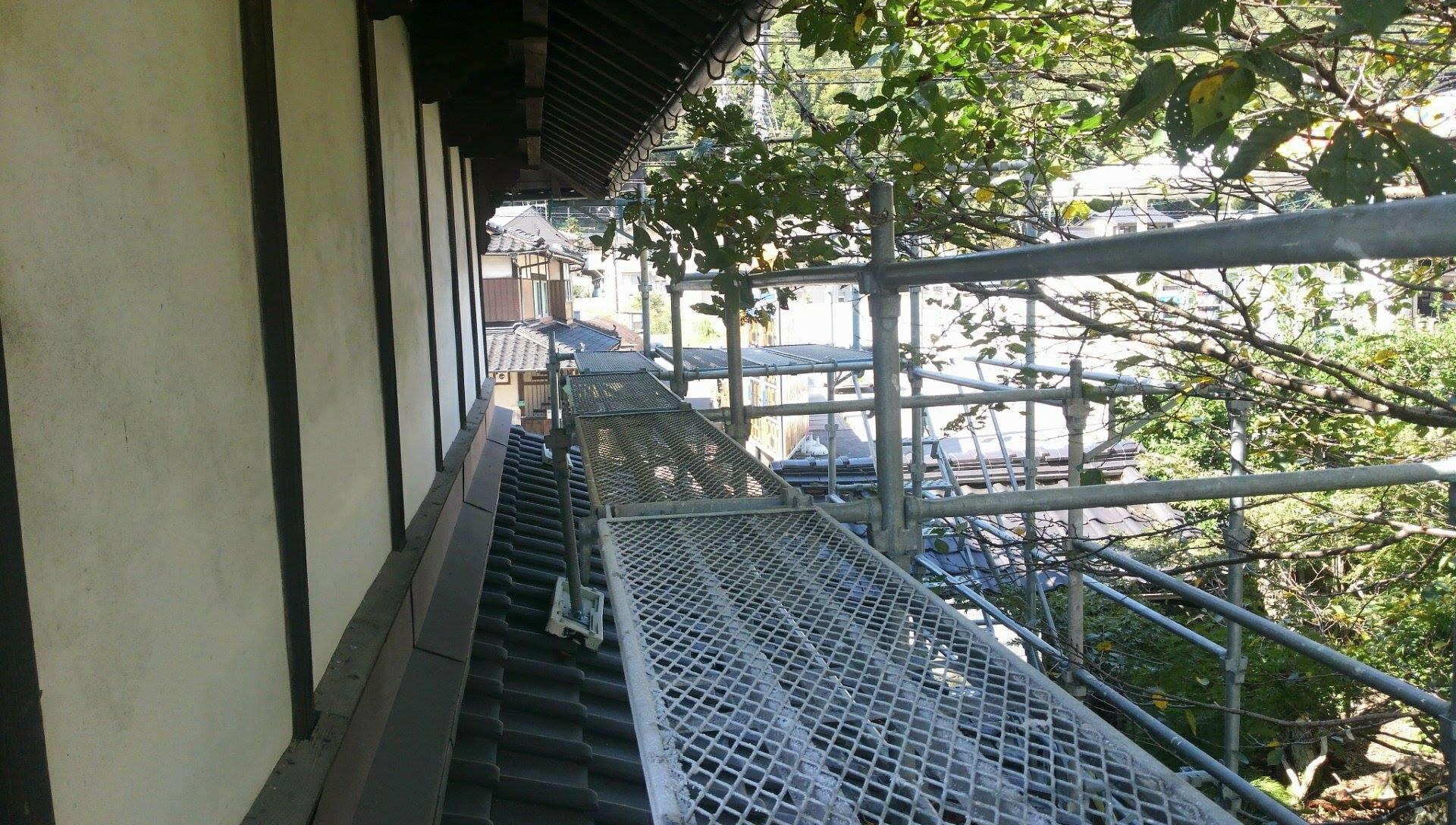 2階部分に外部足場を設置しました。